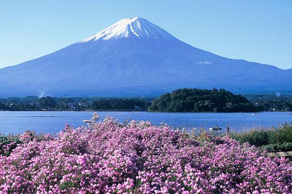 富士山脚的富士五湖
